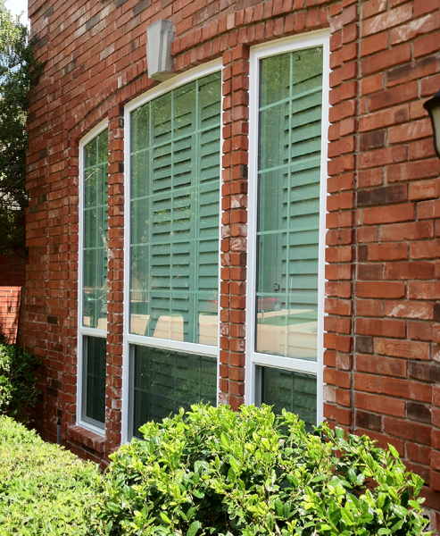 Vinyl Window Installation and Caulking requireds real expertise and attention to detail