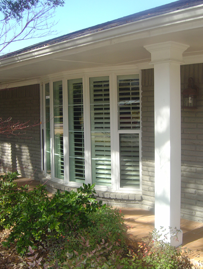 Bay window in Plano using Alside Mezzo Double Hungs and Picture Windows.