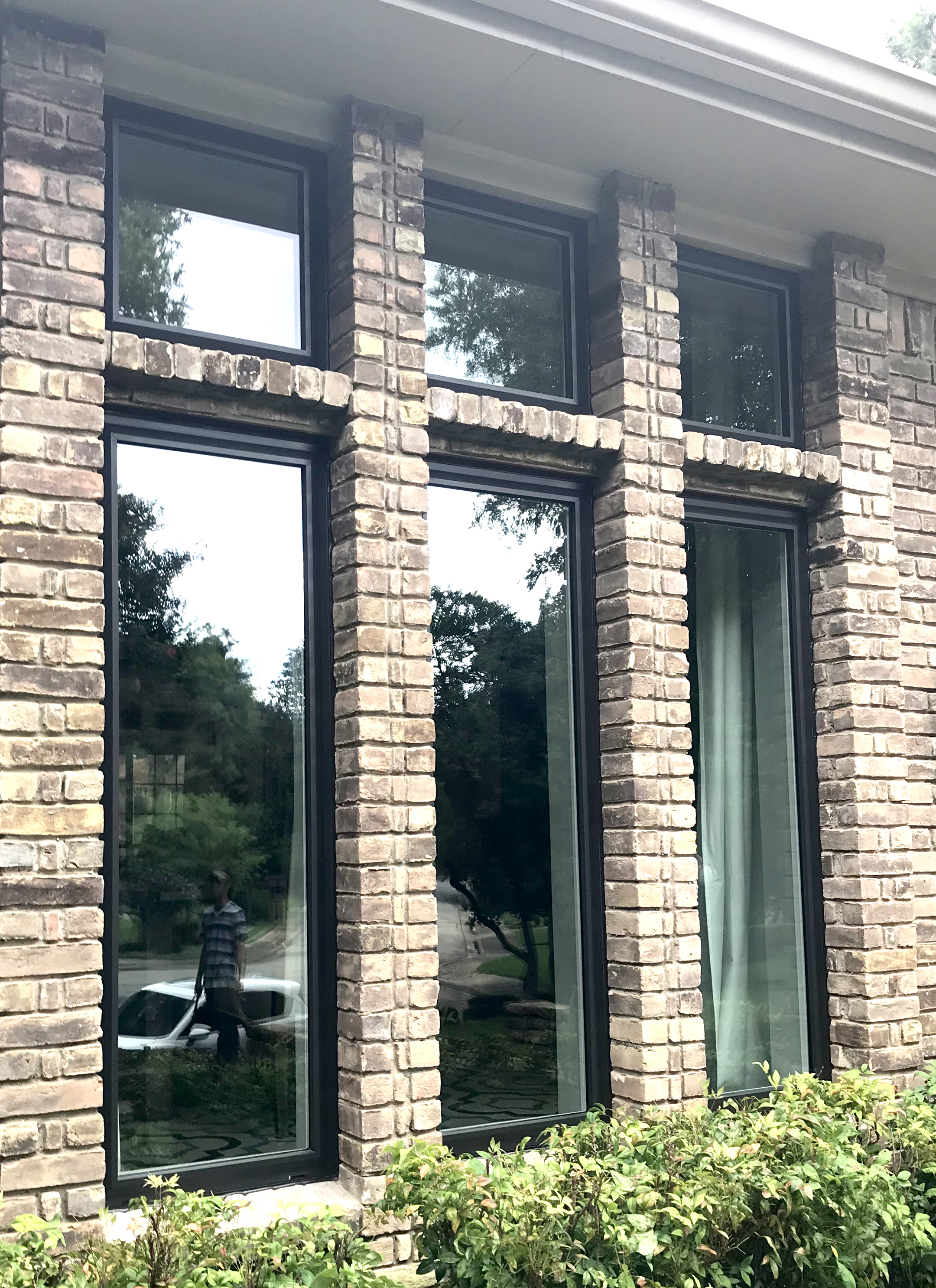 Bronze Replacement Windows in Dallas come in Wood, Aluminum and Vinyl